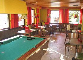 Lounge mit Billard im Thuiner